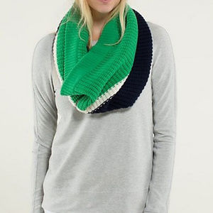 Lululemon Falling Freely Neck Warmer